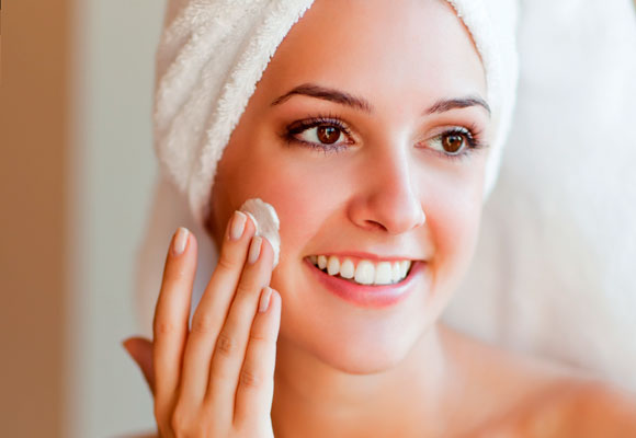 7e2d6fb17 Pele perfeita: rotina de cuidados com a pele do rosto para modelos, atores  e atrizes